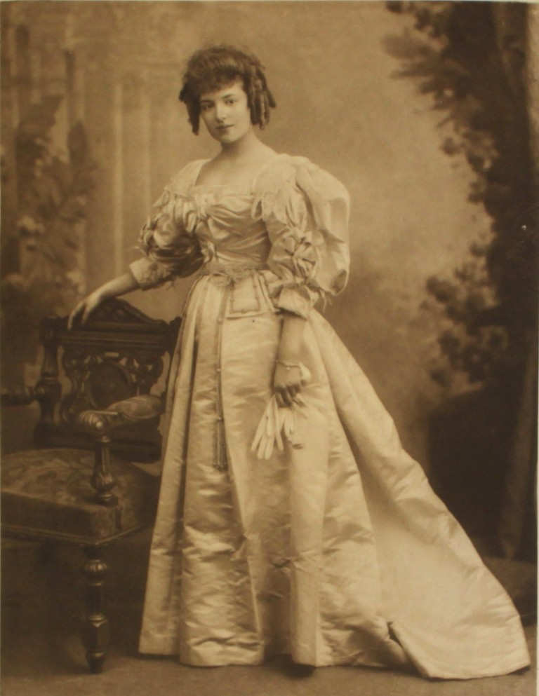 Fancy Dress 1897 The Duchess Of Devonshire S Diamond