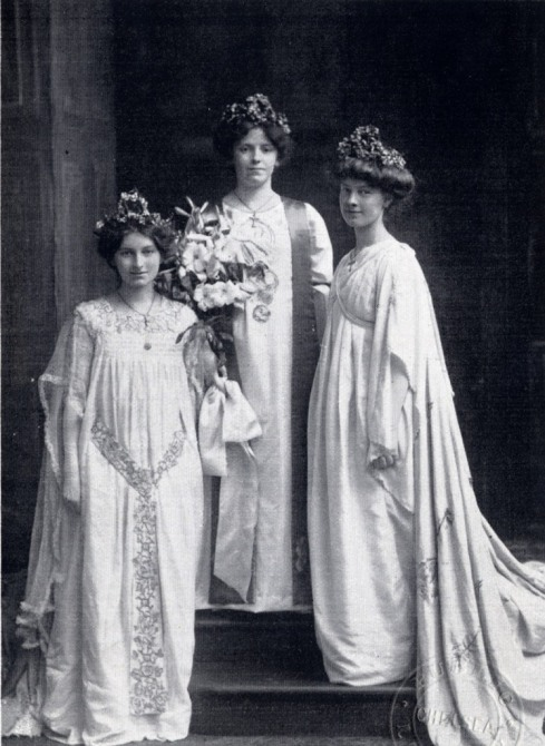 1906 Queen Florence with Queen Mildred -left-and Queen Evelyn